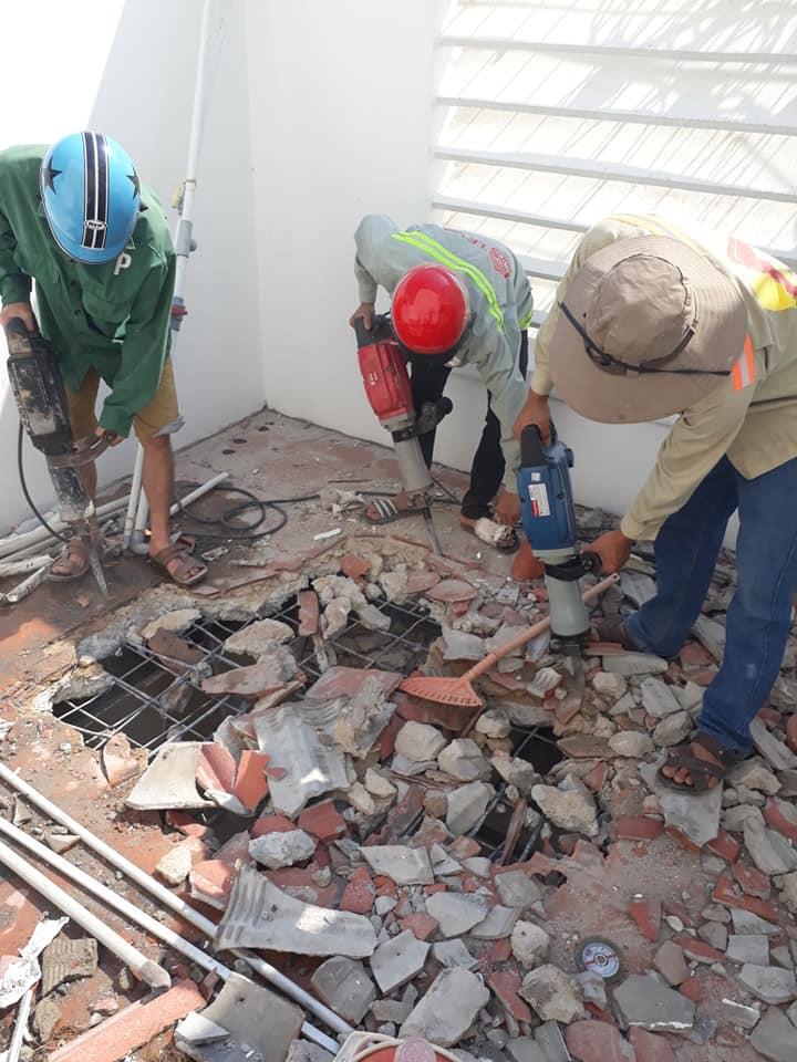 đập phá tháo dỡ nhà cũ tại dĩ an bình dương giá rẻ Lh 0988838129 mr Lực